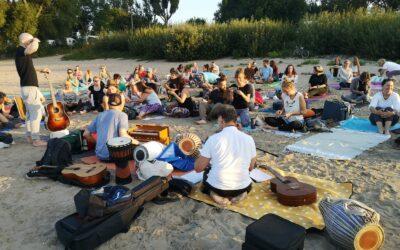 Beach Yoga und Kirtan Köln Rodenkirchen 21.08.21